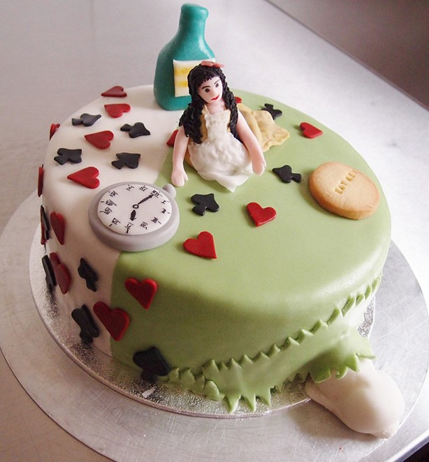 Torte Alice im Wunderland. Foto: Anett Noster White Rabbit