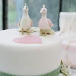 Pfauenpaar auf Hochzeitstorte. Foto: Sabine Lange