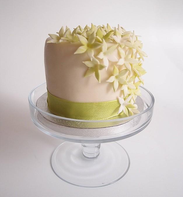 Mini Hochzeitstorte grüne creme. Foto: Anett Noster White Rabbit