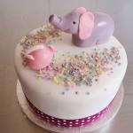 Torten mit einem lila Elefant. Foto: Anett Noster White Rabbit