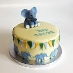 Eine Geburtstagstorte mit blauen Elefanten. Foto: White Rabbit Bremen